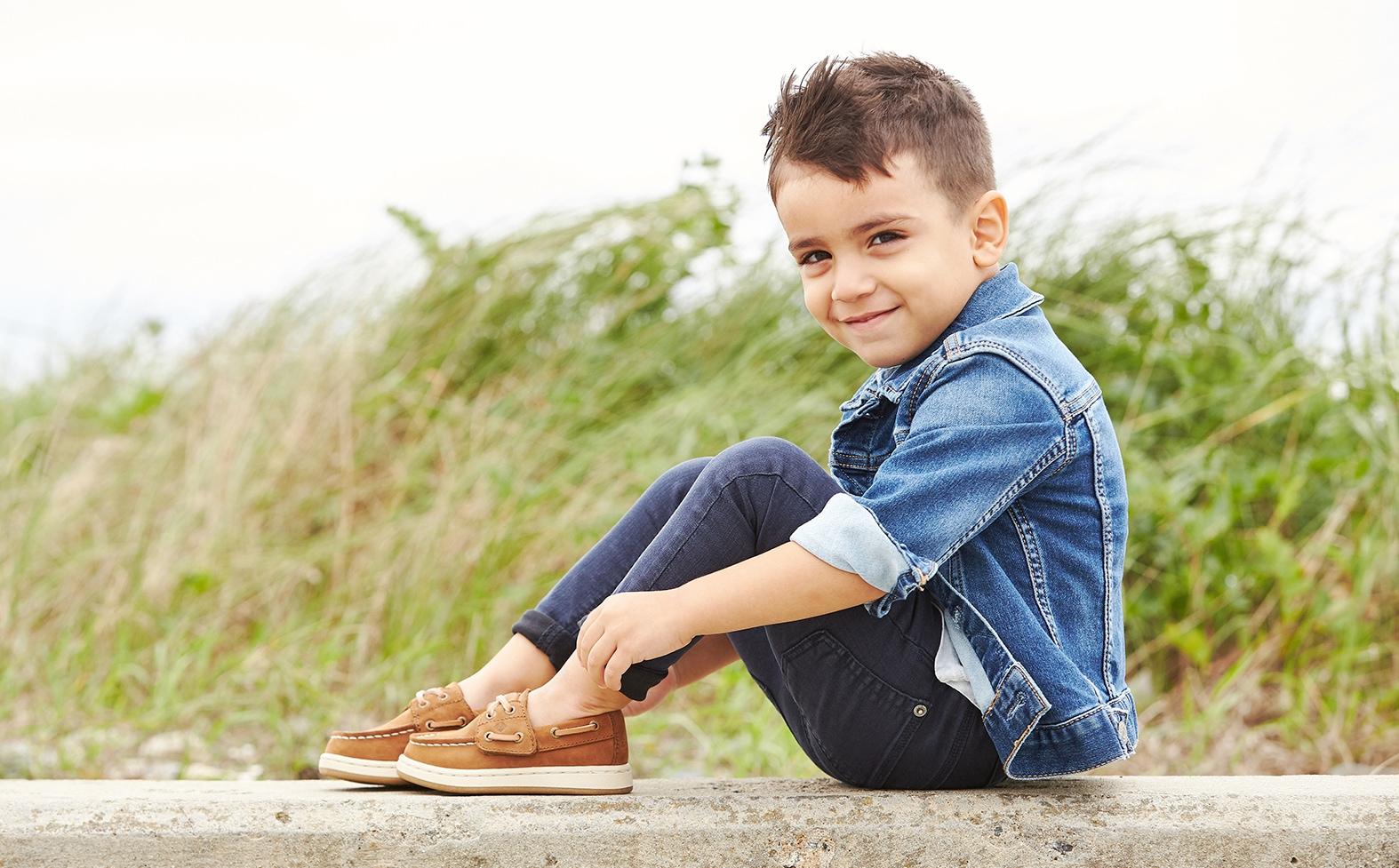 Little kid wearing Sperry boat shoes